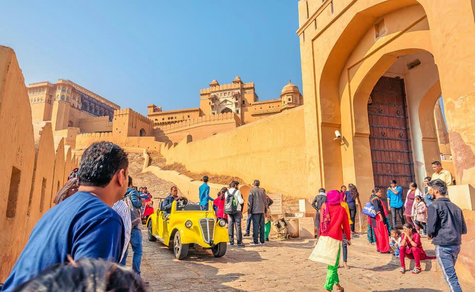 1589309403_1589028376_1567666991_jaipur_heritage_tour_by_vintage_car.jpg.jpg.jpg