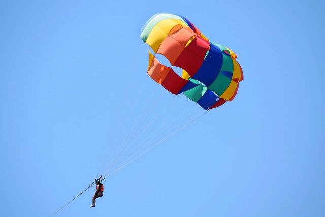 1502183723_parasailing-joyrides-1.jpg