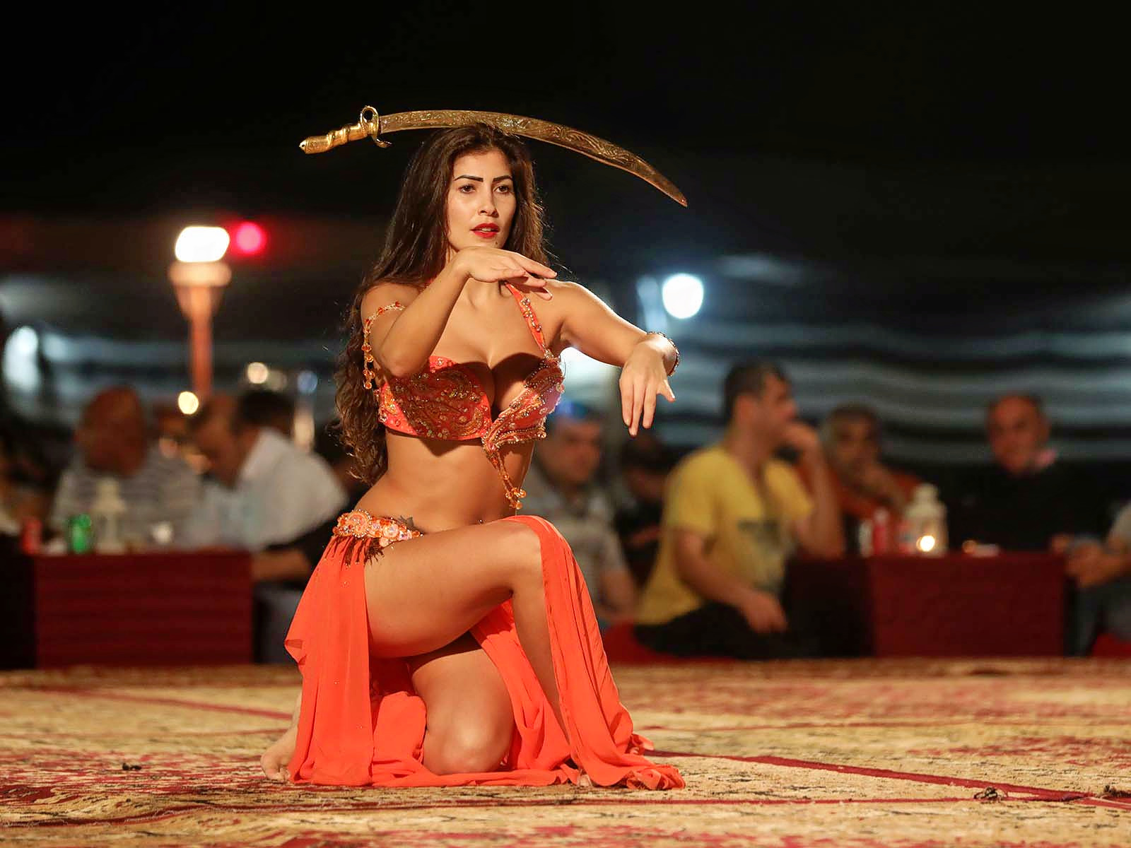 1511331440_belly-dance-in-dubai-desert.jpg