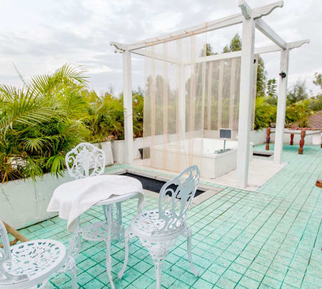 Lounge Dining with Jacuzzi Experience for Couple
