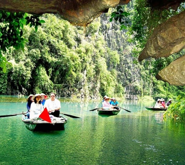 Day Tour of the Ancient Ninh Binh And Hoa Lu in Vietnam