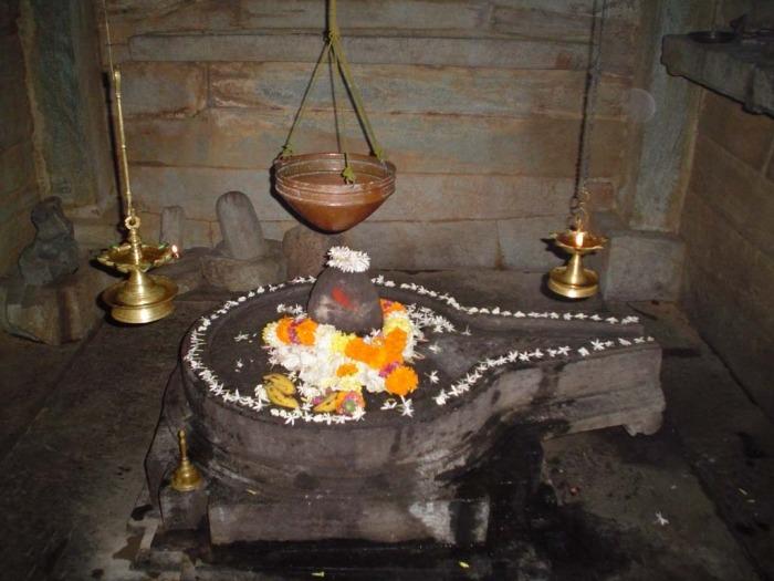 1467620417_tambdi_surla_mahadev_temple1.jpg