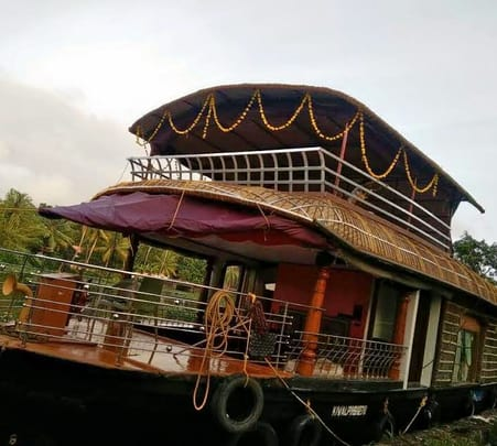 Day Cruise in a Deluxe Houseboat: Cochin to Alleppey