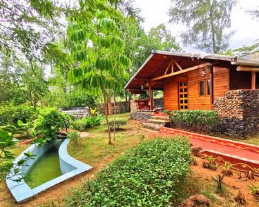 A Farmhouse Tucked in the Lush Greens of Kanakpura