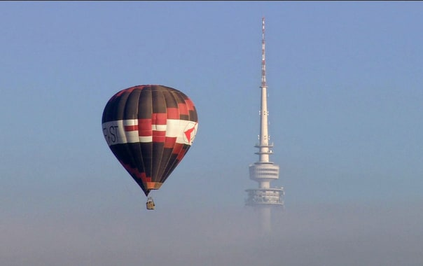 1466750767_telstra_tower_and_balloon.jpg