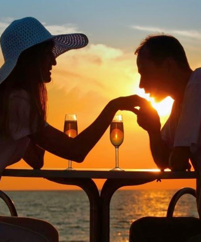 1513664889_sunset-dinner-on-valentines-day-830x551.jpg