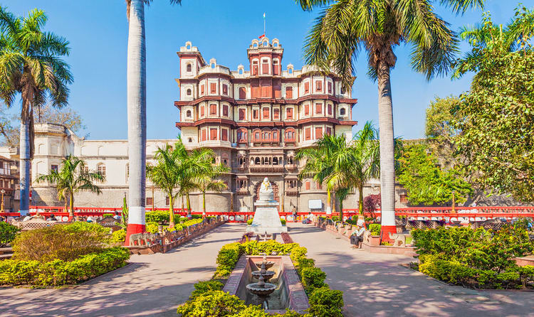 01visit the beautiful rajwada palace