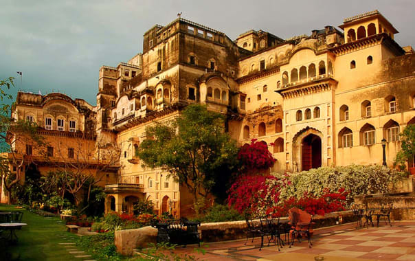 Facade_premises_neemrana_fort_palace_yznlqf