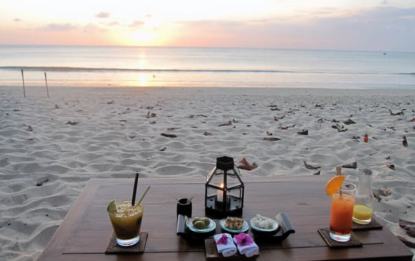 1481525599_sunset_cocktails_at_jimbaran_beach.jpg