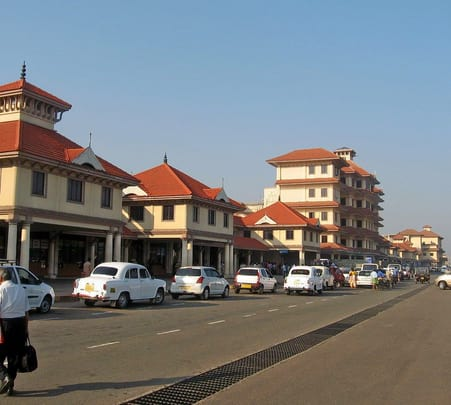 Kerala Airport Transfer: Cochin to Kovalam