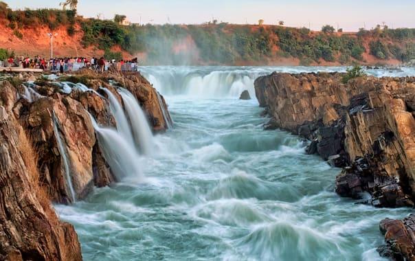 1531911006_dhuandhar_falls.jpg