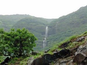 1522129466_waterfalls_at_mulshi_dam_on_tamhini_ghat_road__25287_2529.jpg
