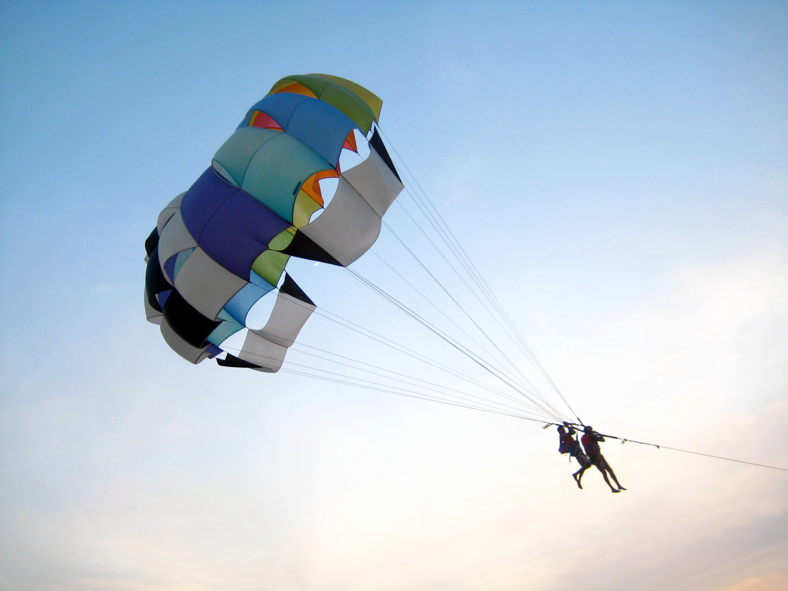 1479206924_parasailing_on_the_calangute_beach__goa.jpg