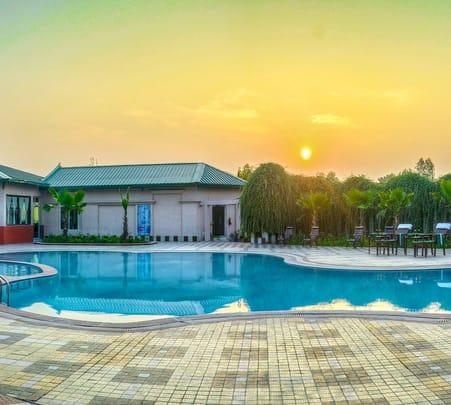 Resort in Jim Corbett Flat 27% off