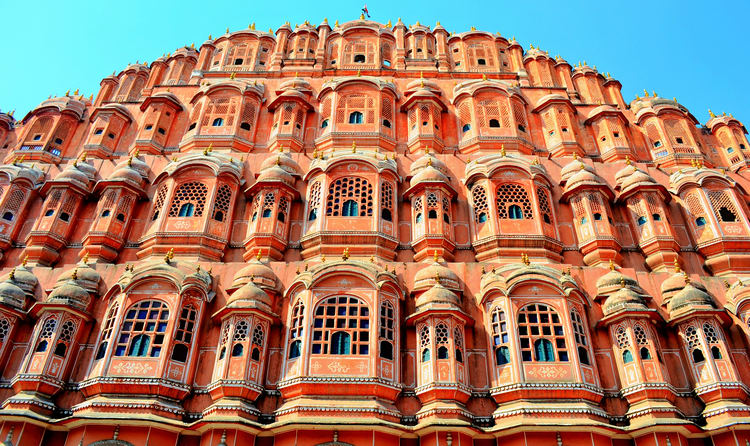 Captivating Destination Spot Smeared With Radiant Hues Of Pink Delineating Delicate And Honeycombed Throng That Is Peaked At A Great Height