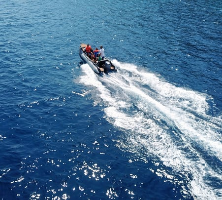 Speed Boat Ride in Kochi Flat 30% off