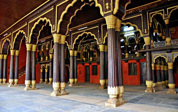 1562758211_tipu_sultan's_palace__bangalore.jpg