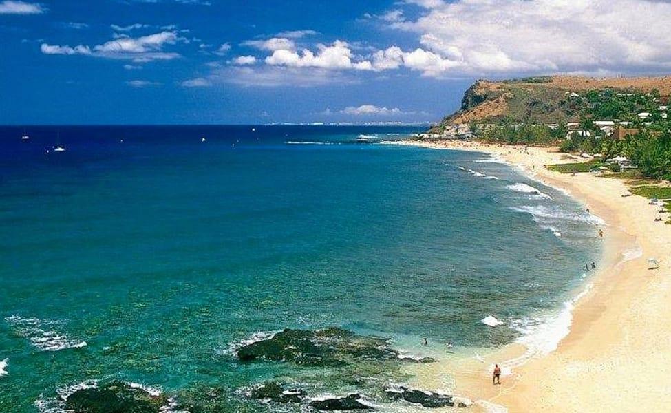 Reunion Island volcano eruption halts MH370 investigation