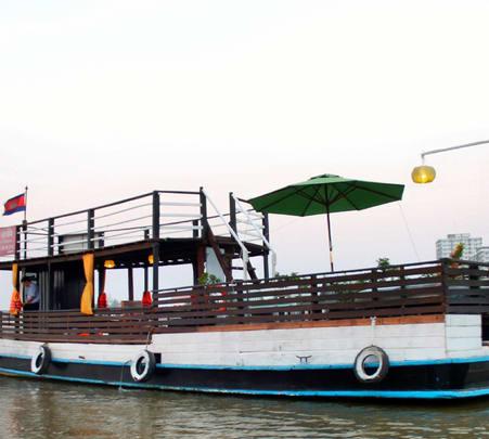 Romantic Dinner Cruise in Phnom Penh