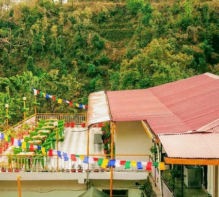 Cottage Stay Amidst Oak Trees in Mussoorie