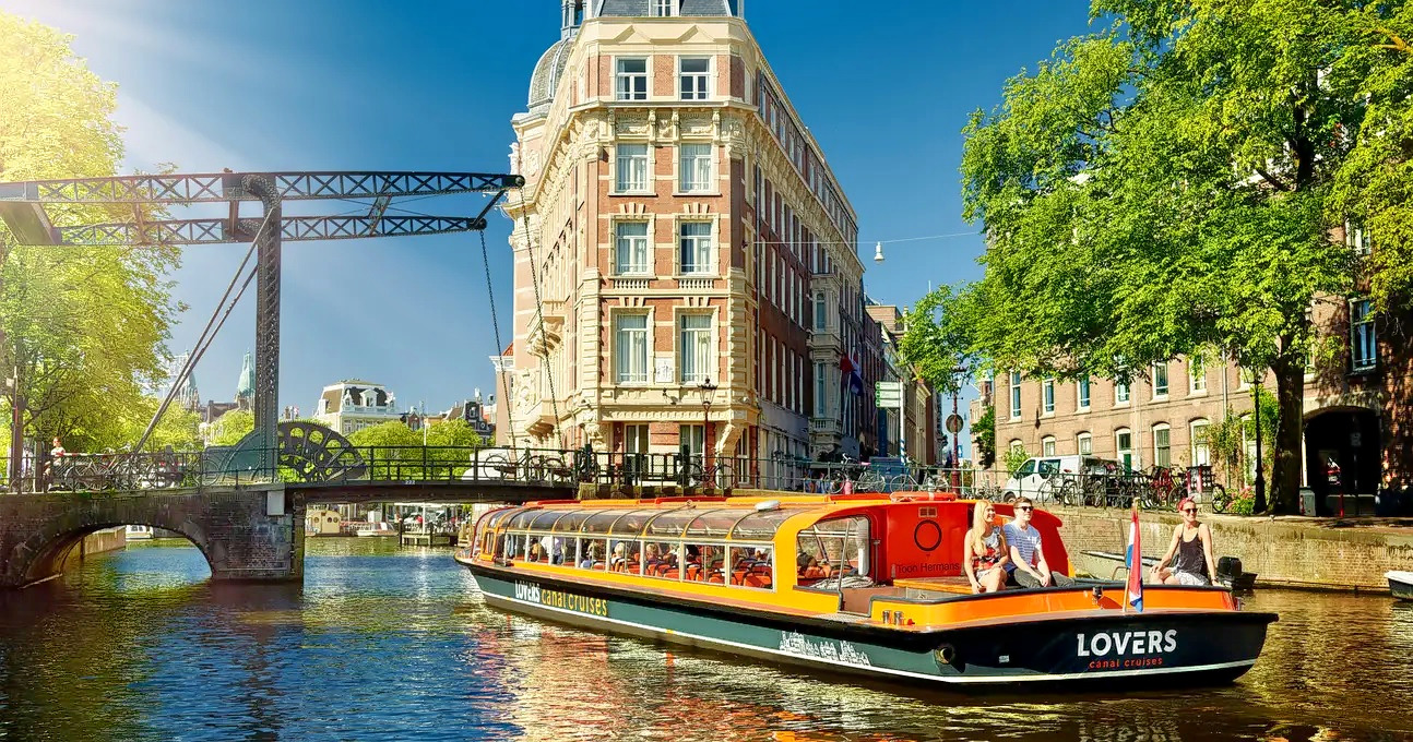 1577343140_canal_cruise_1.jpg