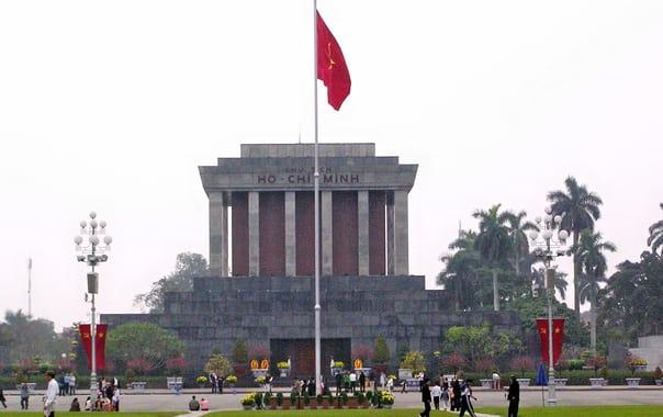 1467705435_ho_chi_minh_mausoleum_2006.jpg