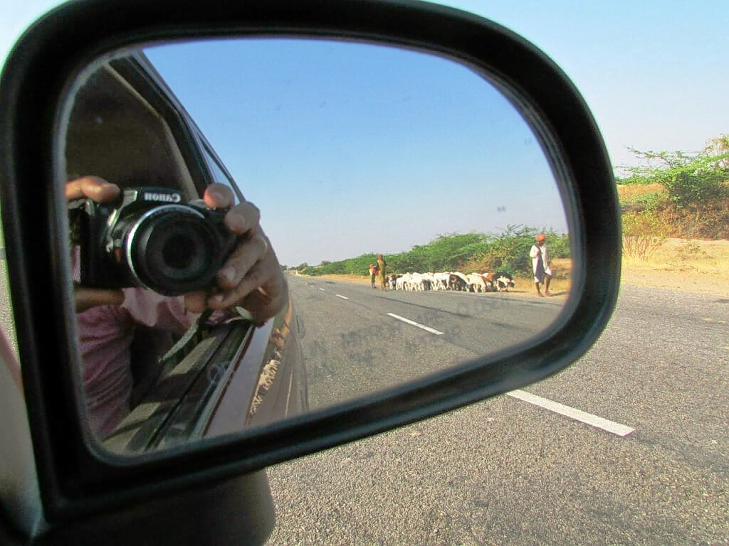 1586506321_rear-view-mirror-268038_1280-1024x768.jpg