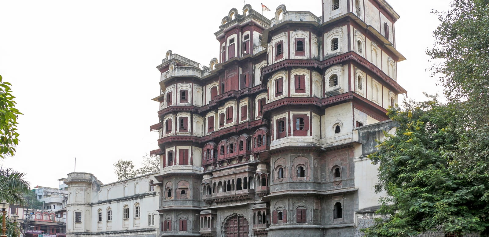1493466584_rajwada_palace__indore.jpg