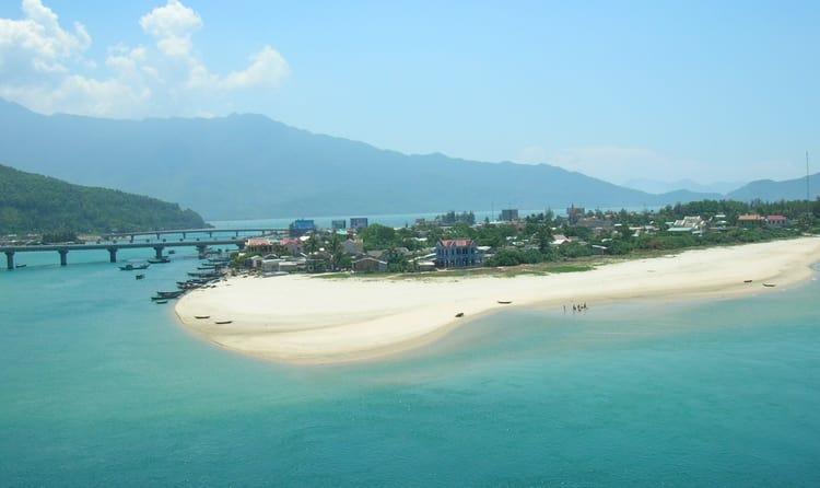 01lang Co Beach